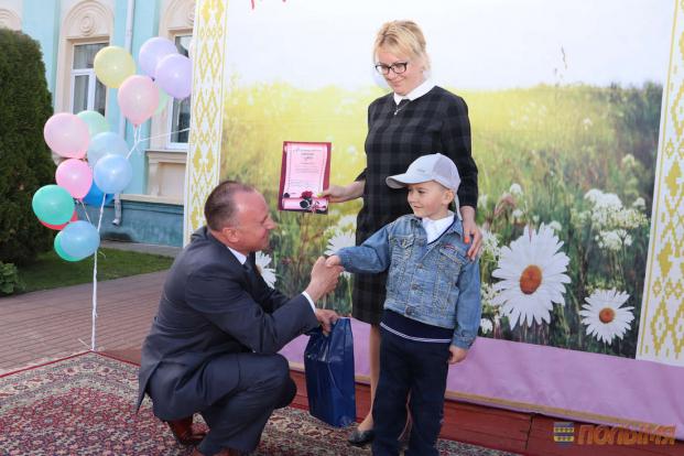 В Кореличах отпраздновали Международный день защиты детей. Почетный гость мероприятия - Александр Сонгин