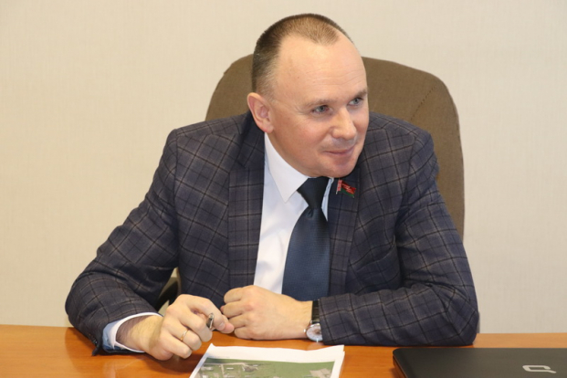 Депутат Палаты представителей Национального собрания Республики Беларусь Александр Сонгин провел прием граждан в Новогрудке