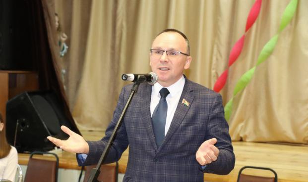 Александр Сонгин на главной благотворительной елке в Кореличах